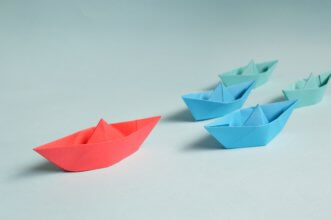 red boat, blue boat, green boat